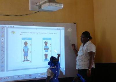 Cours numérique sous l'oeil attentif d'Anabela da Costa, conceptrice pédagogique (oct. 2011).