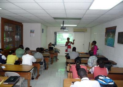 Enseignants et responsables d'établissement scolaire découvrent le TNI