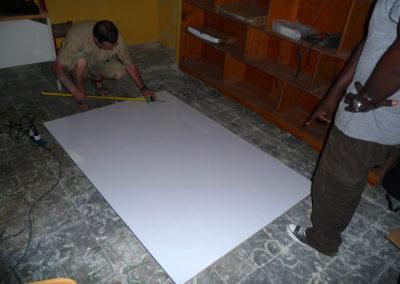 Préparation du tableau blanc à l'école Youpi Youpi de Delmas 24.
