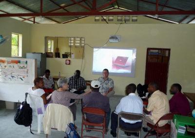 Première formation avec les enseignants de l'école des P'tits Trésors de Santo.