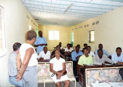 A peine le TNI installé, la première formation est dispensée aux enseignants.